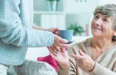 Как оформить уход за пожилыми людьми за квартиру?